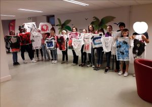 Activité de paint shirt pour les enfants